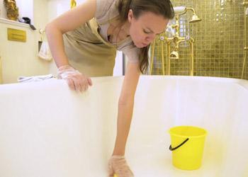 Раскрываем секреты: чем чистить стальную ванну, что бы не повредить эмаль?